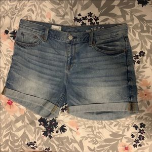 GAP Sexy Boyfriend Short